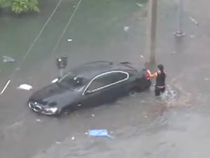 BMW 335 rescue from the flood by its female owner