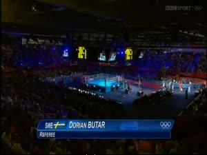 მსოფლიო ჩემპიონის მძიმე წონაში არტურ ბეტერბიევის პირველი ბრძოლა ლონდონის ოლიმპიადაზე.