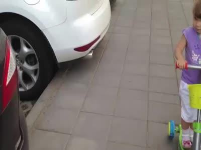 ორი წლის ბავშმა იცის ყველა მარკა მანქანის,