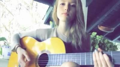 ყველამ მოუსმინეთ ლამაზი გოგო ძალიან მაგრად მღერის, არ გმაოტოვოთ