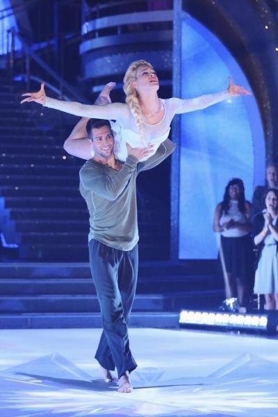 ცეკვავენ ვარსკვლავები ... ყველაზე მაგარი ცეკვა სახელად გაყინული