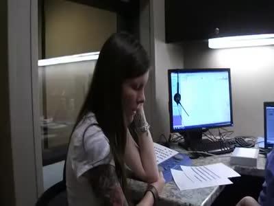 გამაოგნებელი რეაქცია - 29 წლის გოგონას პირველად ესმის საკუთარი ხმა