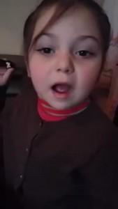 """ქუთაისელი ბავშვი ბაღის მასწავლებელს სახლში გაშვებაზე """"კერავს"""""""